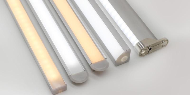 Fita LED em perfil de alumínio vai deixar seus móveis mais bonitos